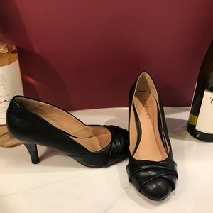 Black Pumps by Report